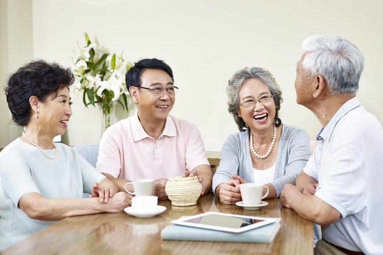 Đối với các gia đình khi mua hoặc thuê căn hộ thường quan tâm đó là Người lớn tuổi nên sống tại Vinhomes Central Park không? Đặc biệt là các gia đình có cha mẹ/ ông bà đã có tuổi - những người đang có sự thay đổi lớn về mặt sức khỏe cũng như tâm lý người già.
