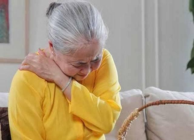 Người lớn tuổi dễ mắc các bệnh về sức khỏe